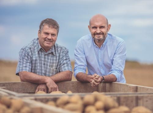 Christophe & Guy après une matinée de récolte © Gaetan Clément