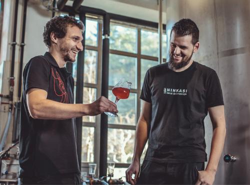 Voilà qui rend heureux Julien et Sylvain, nos brasseurs © Gaetan Clement