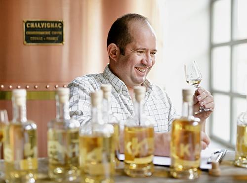 Alban, maître-distillateur chez Ninkasi.